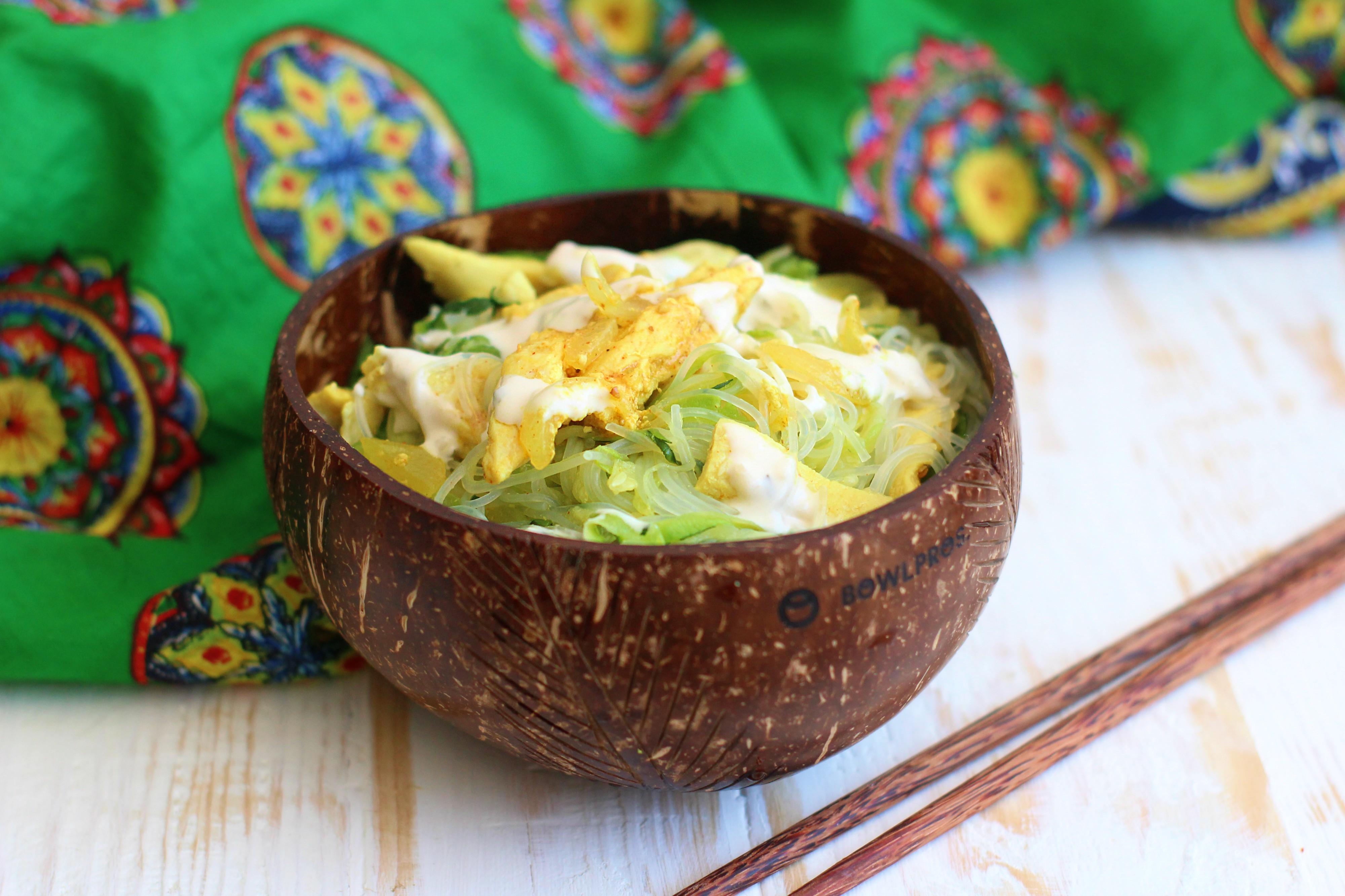 Noodles con zucchine e pollo al cocco