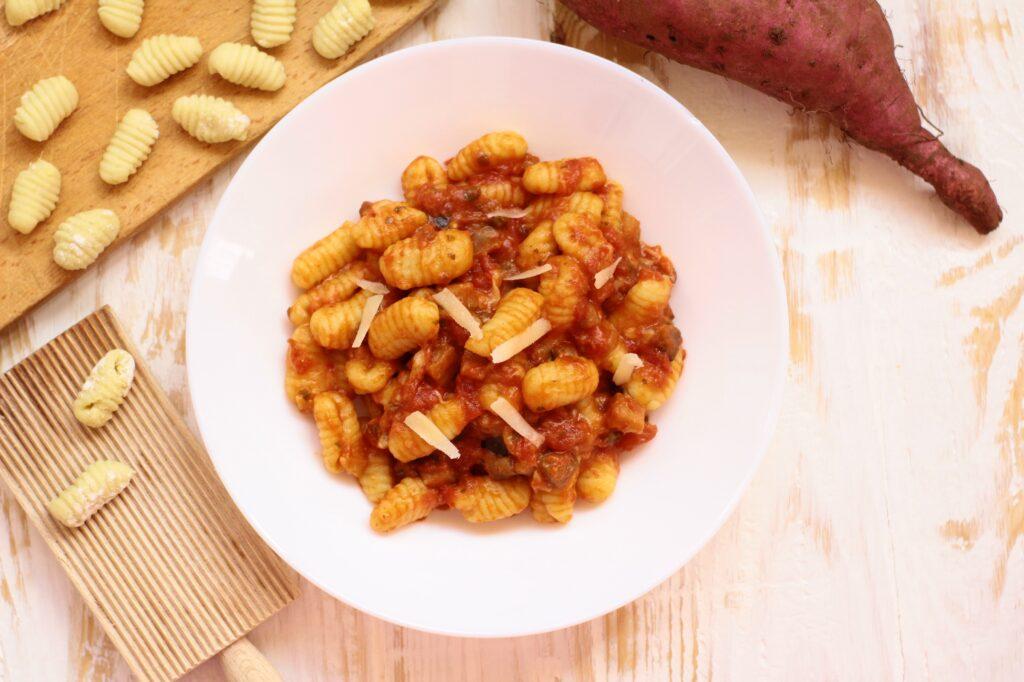 Gnocchi di patate dolci con sugo